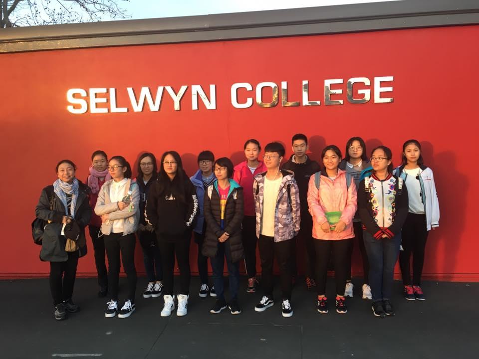Trường Cao đẳng Selwyn cung cấp hai chương trình đào tạo: Junior (tương đương lớp 9 và lớp 10) và Senior (tương đương lớp 11 đến lớp 13)