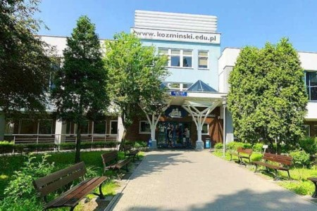 Đại-học-Kozminski-Ba-Lan
