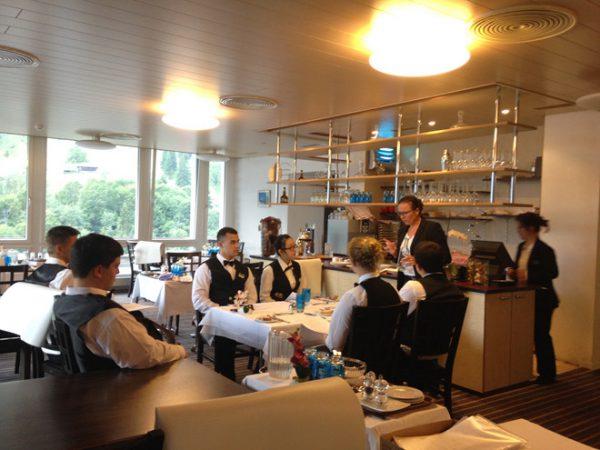 """Sinh viên HTMI được học tập trong môi trường """"chuẩn"""" khách sạn quốc tế"""