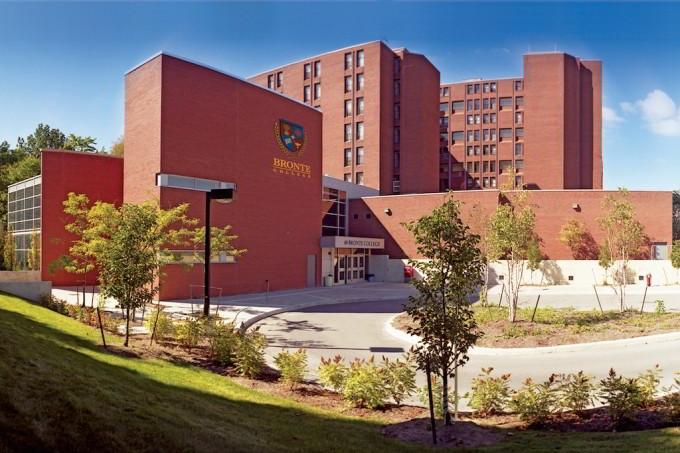 Trường Bronte College, Canada