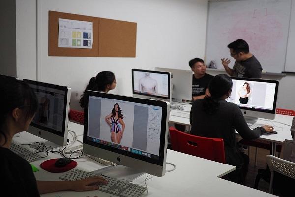 Chuyên về các mảng thiết kế đồ họa và nghệ thuật