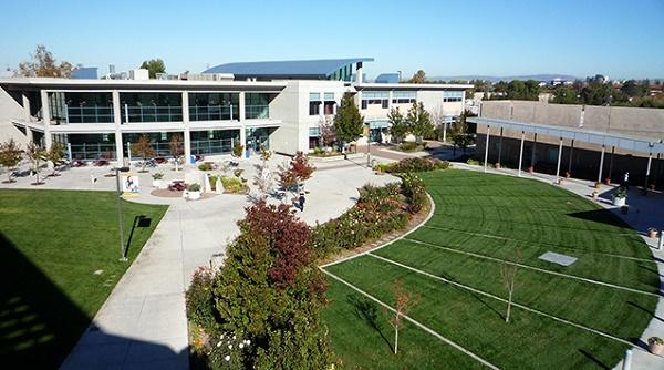 Ngôi trường có đến 5 khu Campus rộng lớn dành cho sinh viên