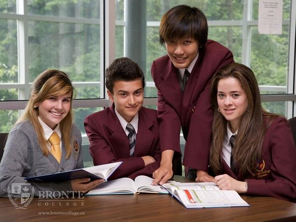 Ngôi trường cung cấp nhiều chương trình học phong phú