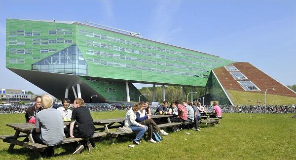 Tòa nhà hiện đại nhất của trường dành cho học tập và nghiên cứu