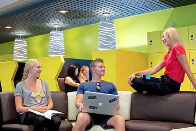 Hình ảnh SV trường SCU giao lưu trong phòng giải trí