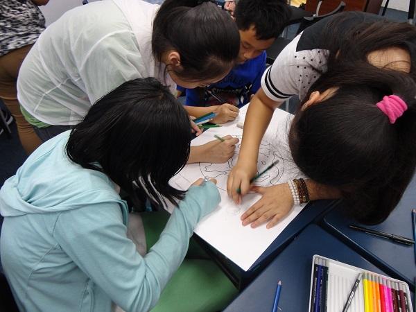 Sinh viên đam mê sáng tạo trong các hoạt động ngoại khóa
