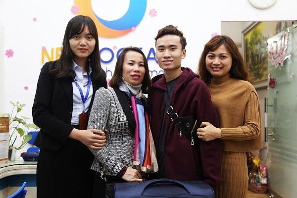 Visa CES Đoàn Minh Ngọc: 'Cái gì bền lâu chẳng có được dễ dàng'