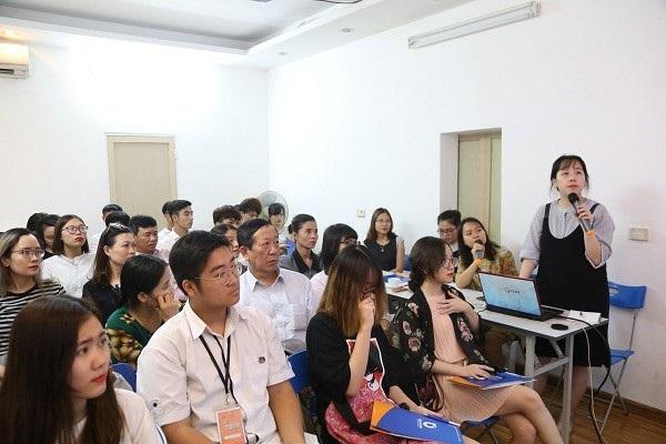 Đại diện trường giới thiệu về trường Đại học Konkuk và lộ trình học tại trường