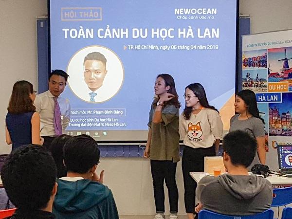 Mr. Phạm Đình Bảng giao lưu với các bạn học sinh có mặt tại chương trình