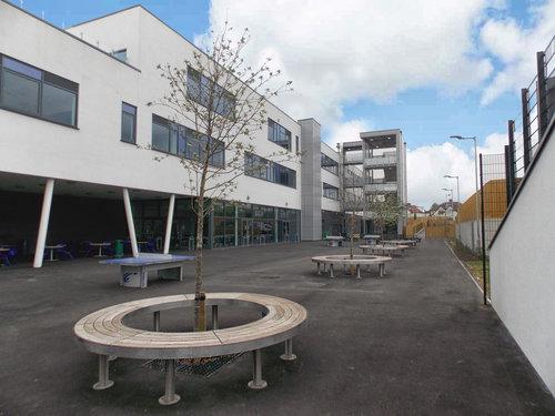Trường hiện đã có những thiết kế cảnh quan hiện đại hơn