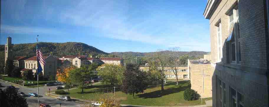 Khuôn viên Cotter High School