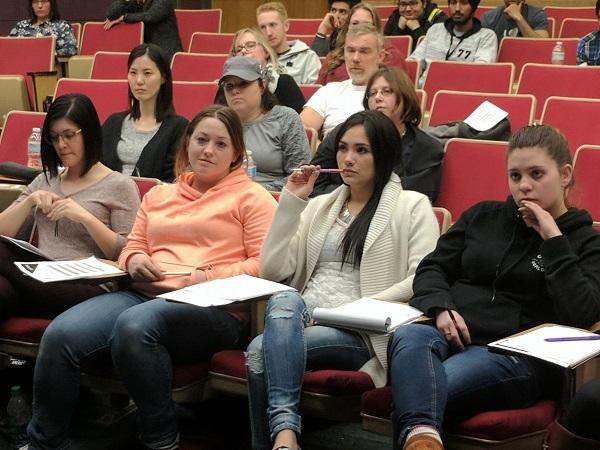 Trường cung cấp hơn 70 chương trình học khác nhau