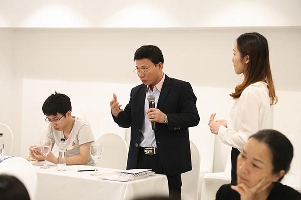 Tại đây, phụ huynh đã đặt ra rất nhiều câu hỏi thắc mắc về chương trình dành cho Mr. Eric Kuan – Hiệu trưởng trường MDIS