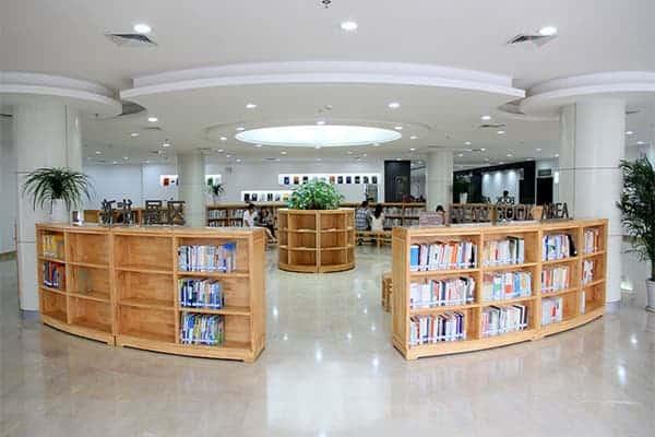 Một góc thư viện của trường