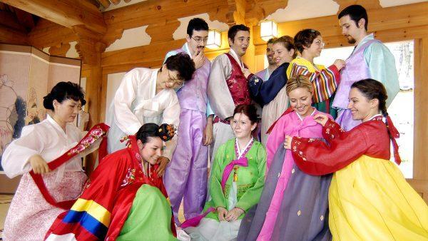 Hoạt động tìm hiểu văn hóa Hàn Quốc của các bạn du học sinh trường Keimyung