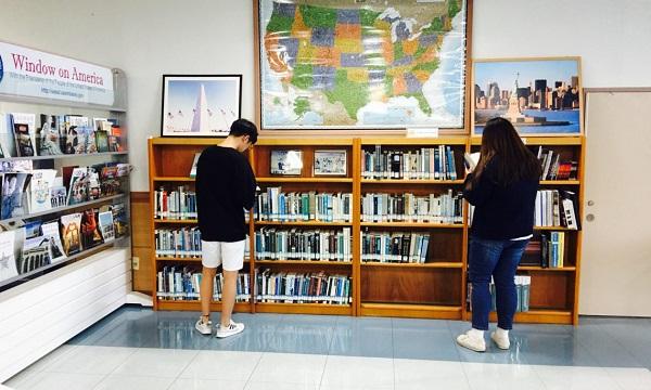 1 góc thư viện của trường Đại học