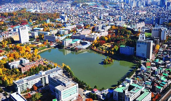 Khuôn viên rộng lớn của trường Đại học Konkuk