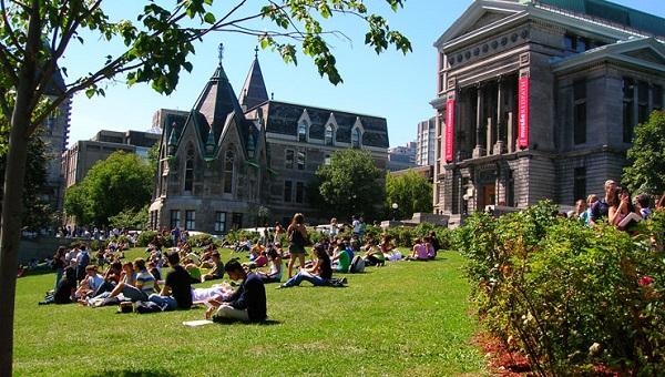 Một trong những khuôn viên xanh nhất trong các trường ở Canada