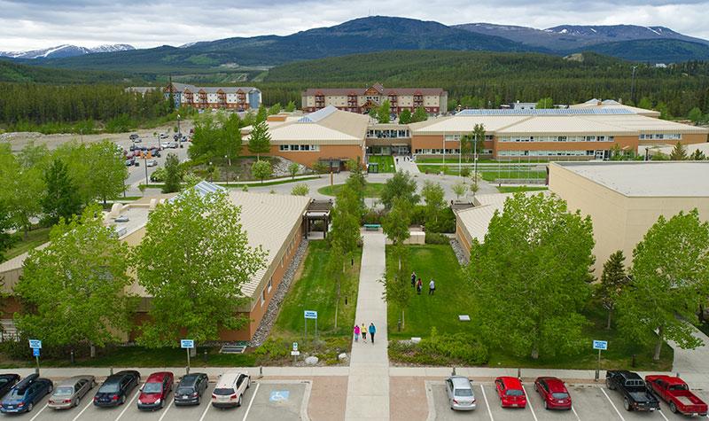 Quang cảnh ngôi trường nhìn từ trên cao