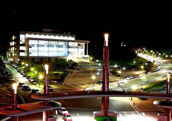 Trường Đại học Hallym lung linh về đêm