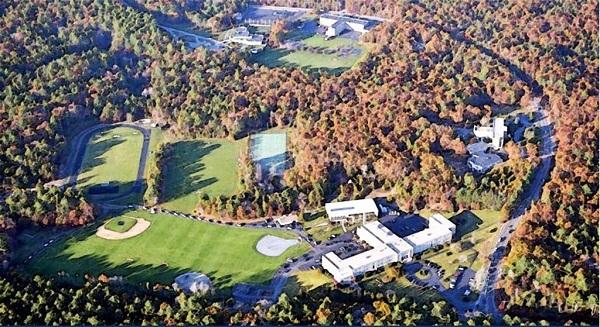 Trường trung học nhìn từ trên cao