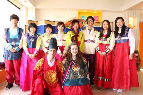 Hoạt động tìm hiểu văn hóa Hàn Quốc của các du học sinh quốc tế trường đại học Dongguk