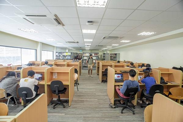 Một góc thư viện của trường James Cook Singapore