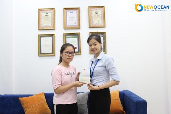 Thu Hương nhận Visa du học Trung Quốc