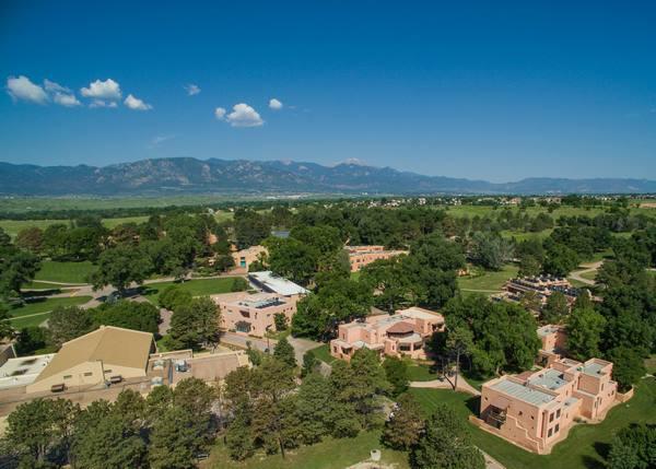 Trường trung học Fountain Valley từ trên cao