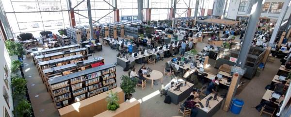 Thư viện mở kiêm phòng máy tính của trường...