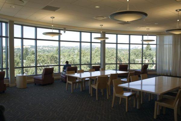 Góc nhỏ trong Thư viện Frank P. Doyle