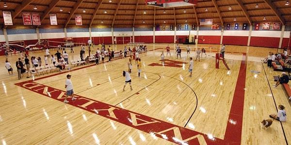 Nhà thi đấu bóng rổ tại trường
