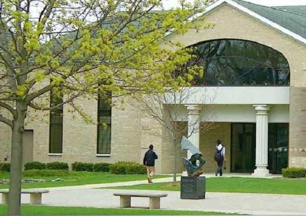 Trường trung học phổ thông nội trú Wayland tọa lạc tại thành phố Beaver Dam