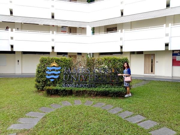 Khuôn viên bên trong của nhà trường