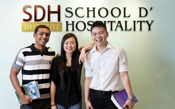 Học viên SDH - học viện đào tạo lĩnh vực nhà hàng khách sạn hàng đầu Singapore