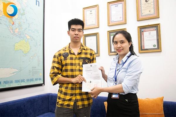 Hoàng Ngọc Sơn nhận Visa du học Singapore