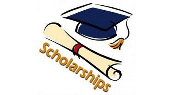 Săn học bổng là một trong những tip để bạn tiết kiệm chi phí du học