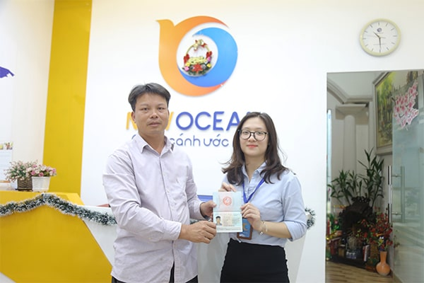 Phụ huynh bạn Trần Đức Huỳnh nhận Visa du học Hàn Quốc