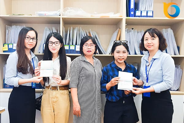 Đôi bạn thân Nguyễn Phan Tú Tú và Nguyễn Thị Thủy Tiên cùng du học một trường