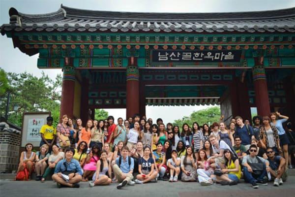 Các bạn từ nhiều quốc gia khác nhau tham gia vào chương trình du học hè Hàn Quốc