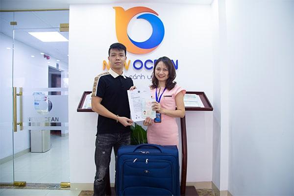 Bạn Bảo Khánh nhận Visa du học Singapore từ chuyên viên tư vấn New Ocean