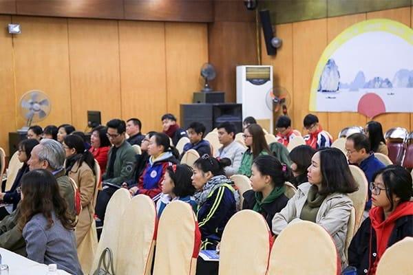 (Đông đảo phụ huynh và các em tham gia hội thảo Du học Tại Hạ Long tháng 11 - 2017)