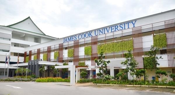 Khuôn viên của trường Đại học vô cùng rộng lớn