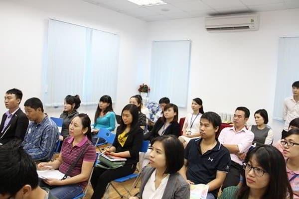 Nhiều bậc phụ huynh đã đến tham dự hội thảo
