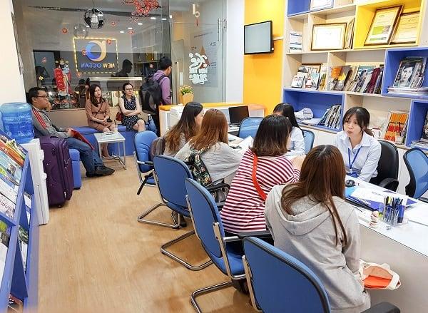 Nhiều bạn học sinh đã đến check in trước khi cuộc phỏng vấn diễn ra