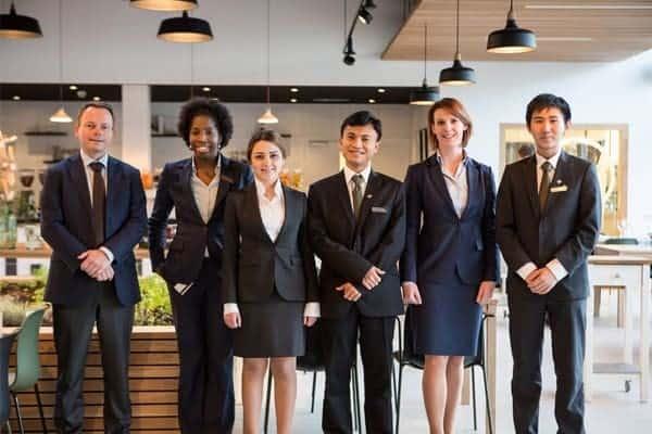 Nhóm ngành quản trị du lịch và khách sạn