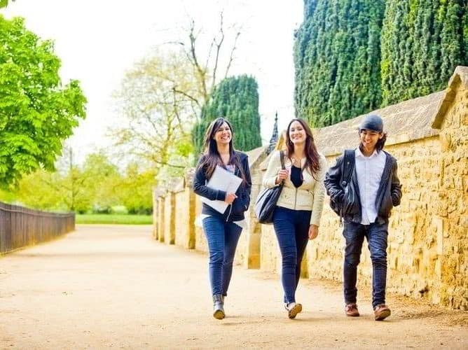 Biết cách kiếm thêm thu nhập thì chi phí du học Anh sẽ không còn là nỗi lo lắng