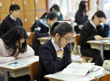 Áp lực lớn với học sinh Hàn Quốc