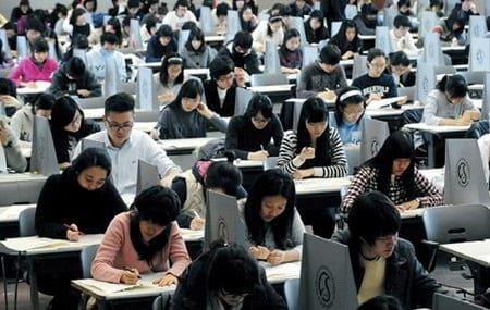 Khoảng 650,000 học sinh tham gia kì thi đại học ở 1,257 hội đồng thi trên toàn quốc