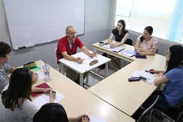 Chương trình học bổ ích với đội ngũ giáo viên kinh nghiệm